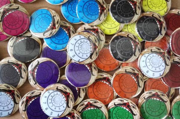 Przypinki kolorowe
